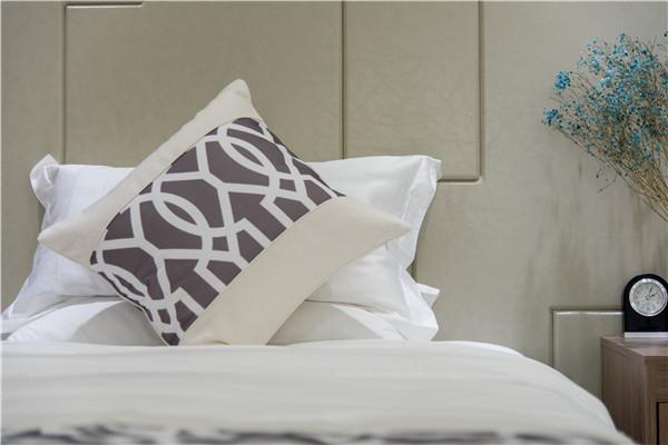 简述西安酒店布草批发的布草洗涤和保养的方法