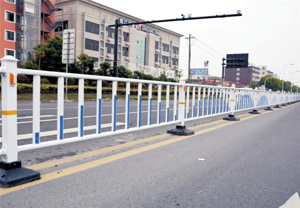 你知道城市道路护栏材质如何选择