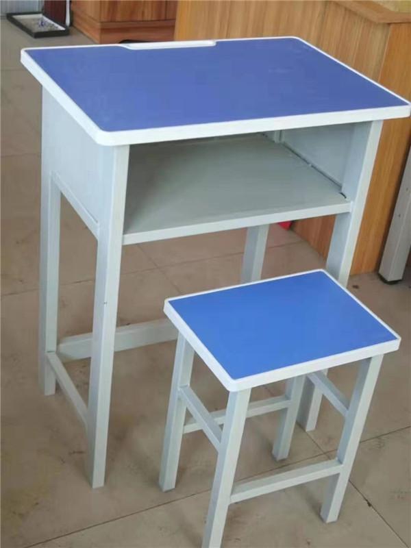 今天跟随西安小编一起去了解下设计课桌椅注意事项
