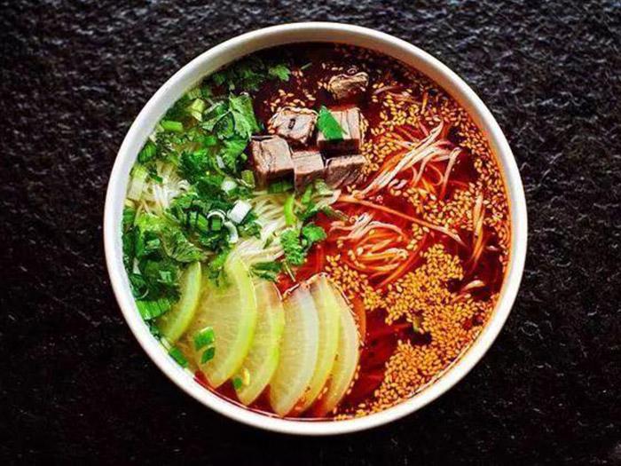 兰州牛肉拉面加盟制作及调汤,喜欢吃拉面的可以收藏下啦!