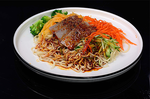 中阿兰牛肉面,特推出可以让您在田埂边品尝的特色凉面
