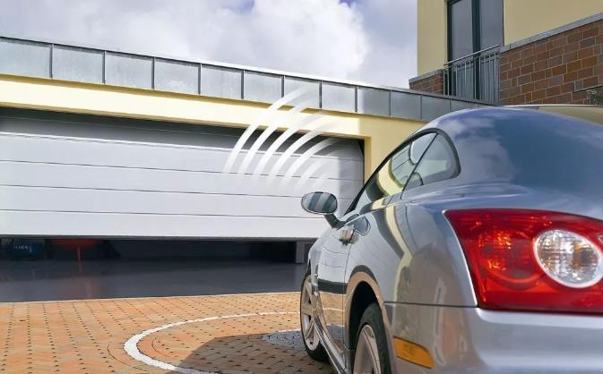 智能电动车库门逐渐为人们所熟知和使用,智能车库门的设计要求与发展方向