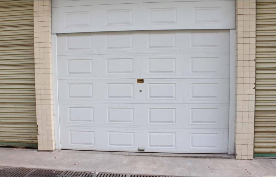 木质车库门是一种非常吸引人的车库门,如何保养木质车库门