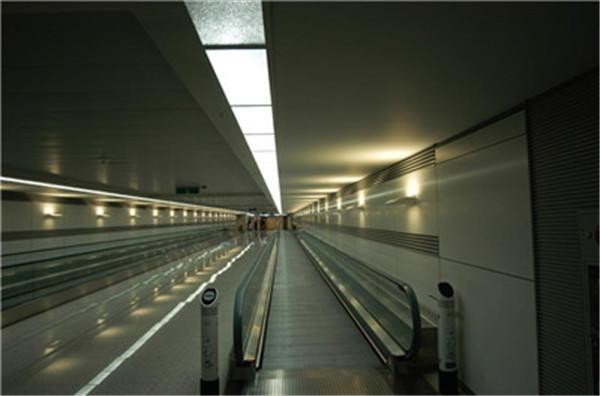 机场自动人行道案例