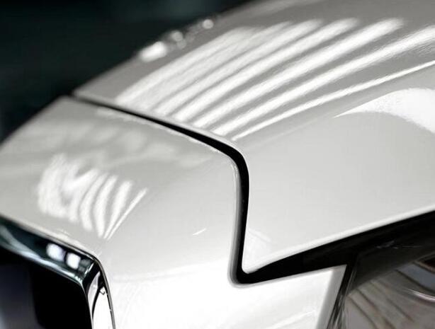 汽车暗淡无光,使用隐形车衣就可以解决