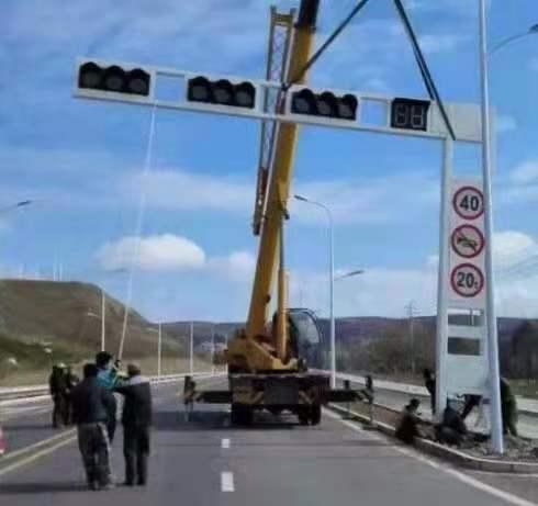 信号灯杆安装