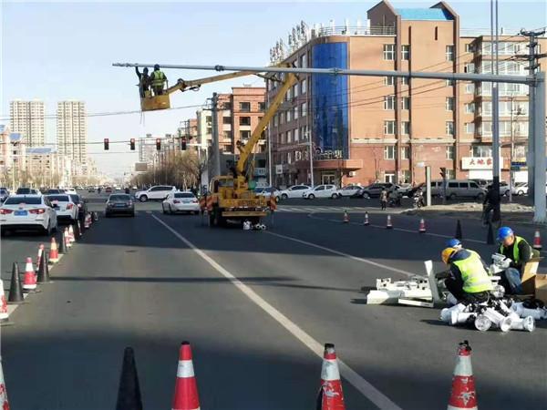 跟着汇达交通设施一起来了解一下河南信号灯杆的验收方法