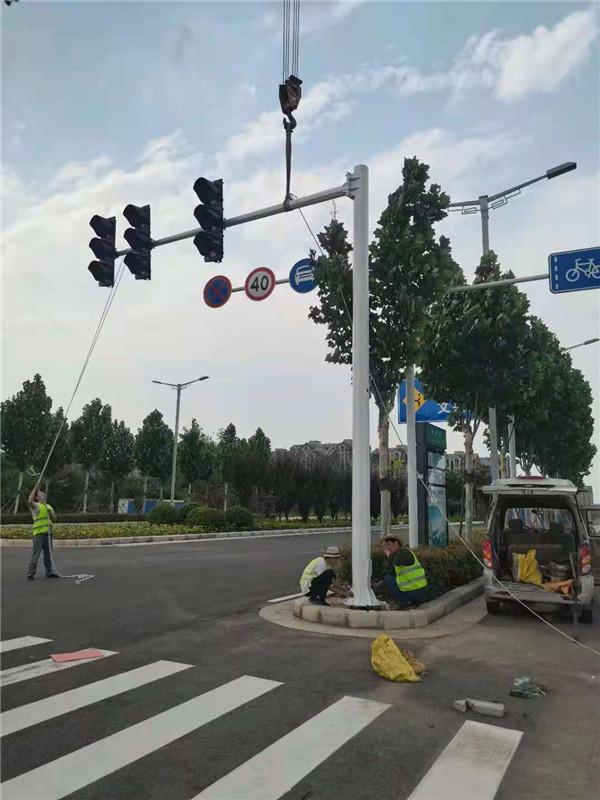汇达交通为您分享:辨别交通信号灯杆质量好坏的方法