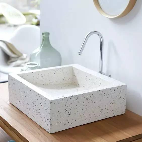 选择水磨石作为户外建筑材料时,需要注意什么?