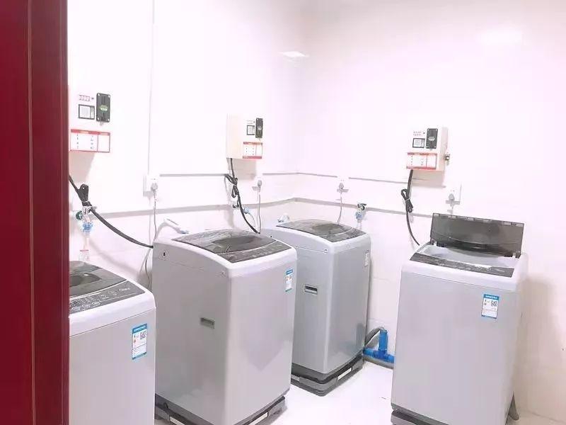 学生自助洗衣房