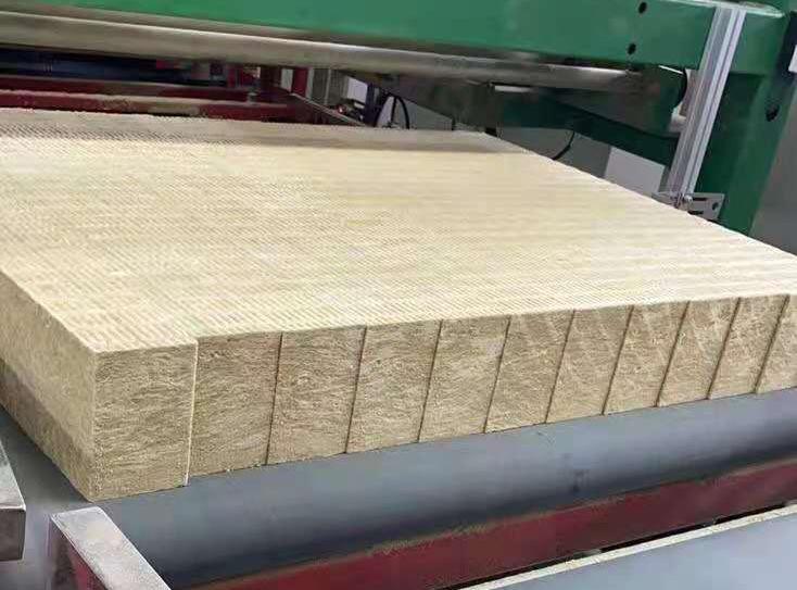 四川岩棉板材料的防火性至关重要