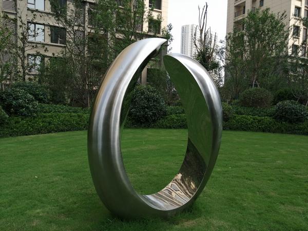 河南郑州室外园林景观不锈钢雕塑特性