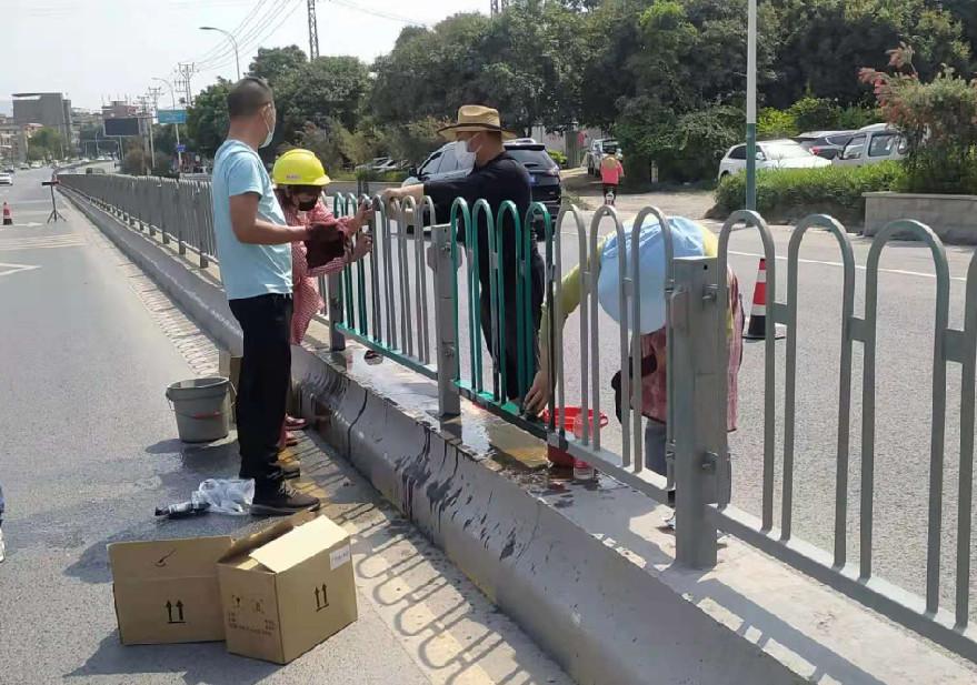 交通护栏翻新 城市道路隔离护栏翻新厂家