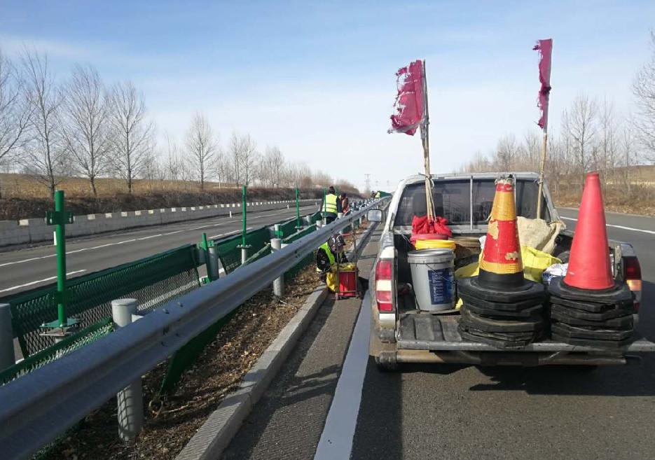 高速公路护栏翻新