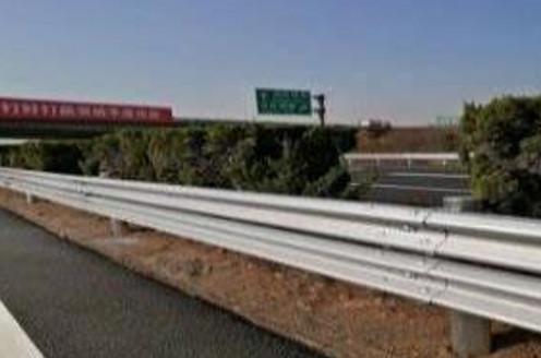 2018年濟南到泰安段公路護欄翻新及涂裝施工