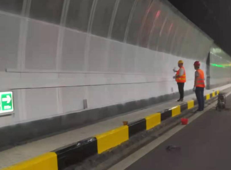 公路防撞護欄日常維護的三個方法