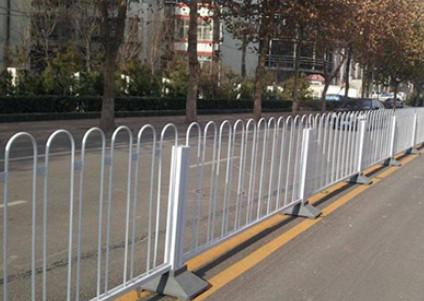 市政护栏如何才能做好防腐工作?