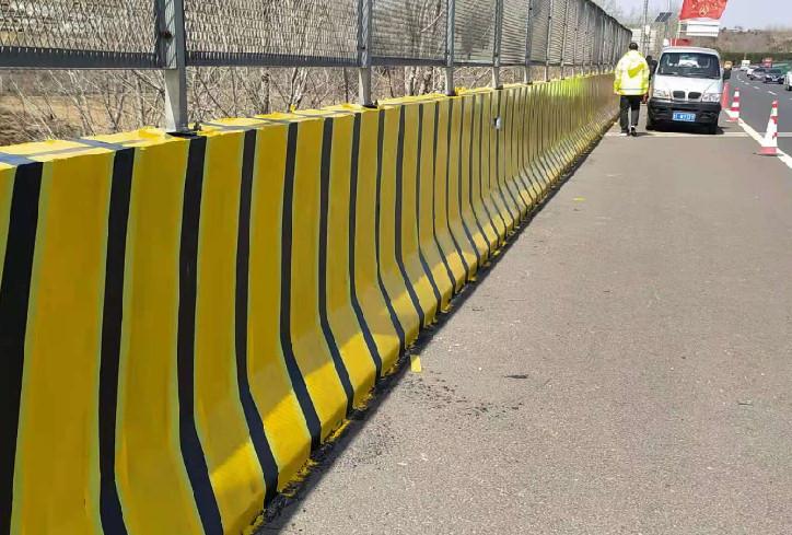 交通护栏翻新喷涂时需要我们注意的细节