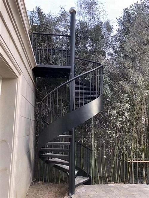 曲江千林郡铁艺旋转楼梯扶手案例