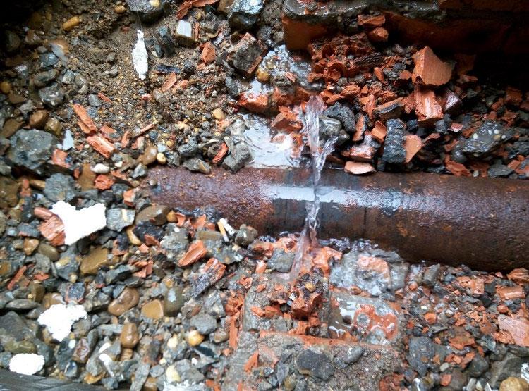 如何确定房屋自来水管道的漏水点呢?