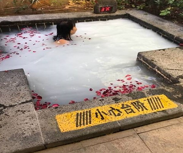 温泉小镇,让你的生活充满浪漫和幸福