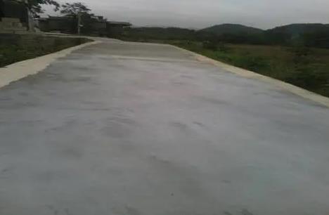 混凝土路面小微裂缝用什么修补材料来处理呢?银川道路修补料公司告诉大家