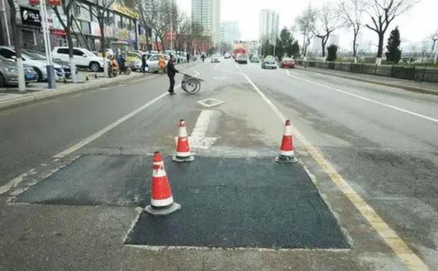 路面修补材料是不是适用水泥路面的小缝隙?