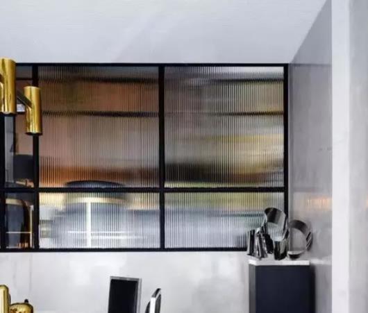 源桐发装饰分享不同种类玻璃的特点和应用