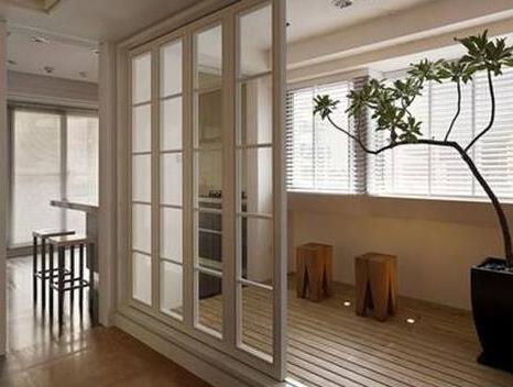 越来越多人阳台不装推拉门了,用折叠门替代不仅好看,还节省空间
