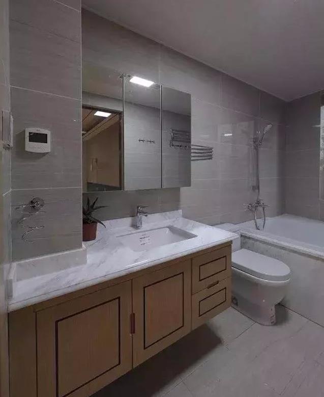卫生间装修不能够安装烤漆门?这一点了解了,你就发现错的很离谱