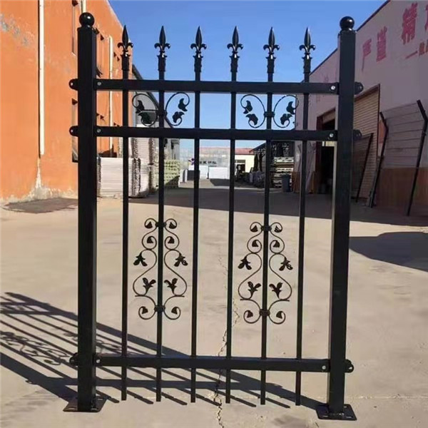 西安铁艺护栏围栏的日常保养技巧。