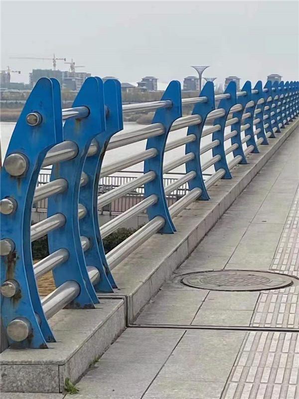 一起了解:市政道路护栏的安装