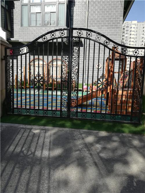 西三环幼儿园铁艺大门案例