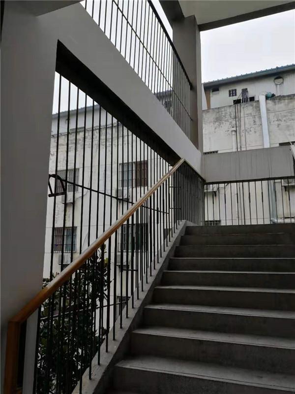 西安铁艺楼梯扶手安装必知的技术要点。