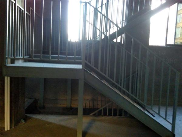 西安铁艺楼梯安装