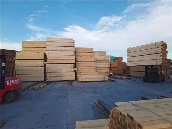 今天跟随西安小编一起去了解下工地用的木方哪种质量好