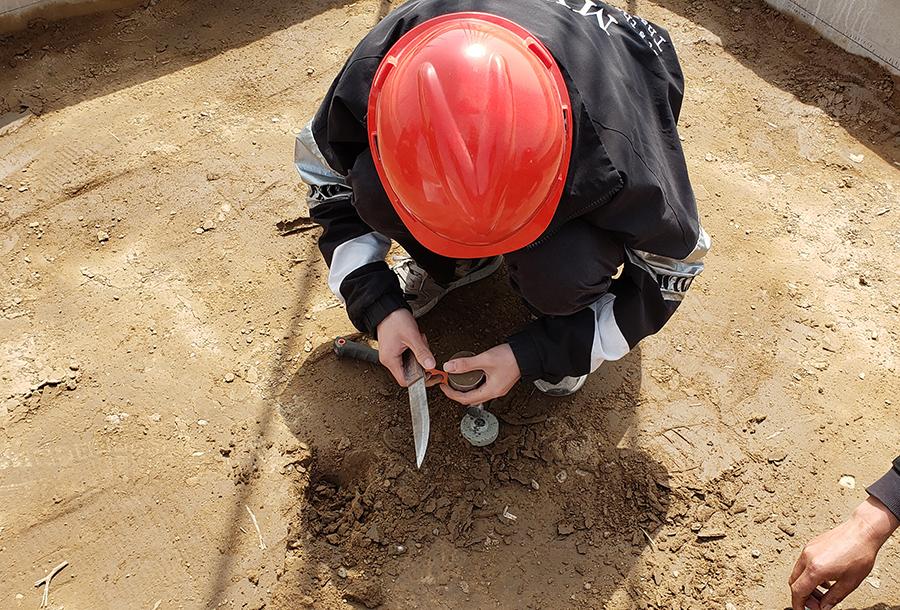 中科宇创团队在岩土工程检测现场