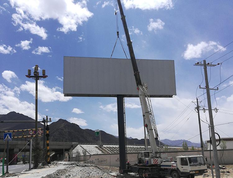 西藏自治区拉萨达孜区318国道 高速路广告牌