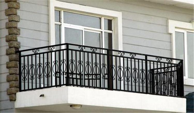 组合镀锌栏杆和锌钢栏杆有什么区别