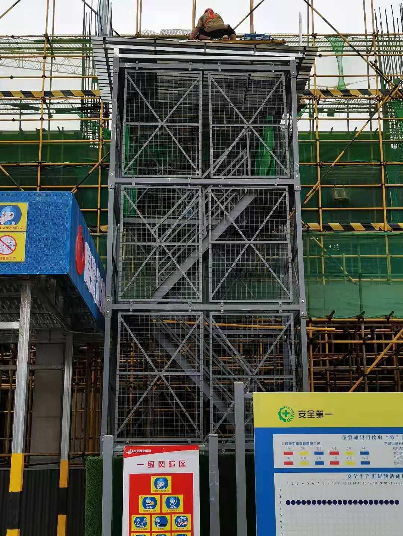 施工电梯防护棚图例