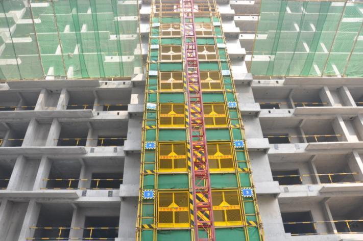 施工电梯防护门图例