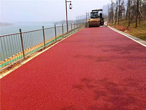 咸阳河堤路彩色沥青路面案例
