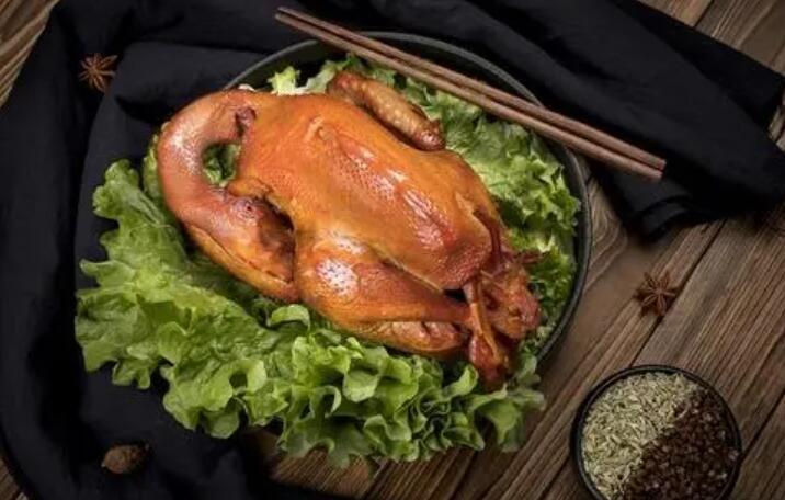 熏鸡如何控制火候可以熏出红润有食欲的色泽呢?