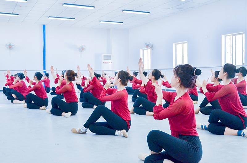 舞蹈动作幅度不够大,怎么样进行训练呢?
