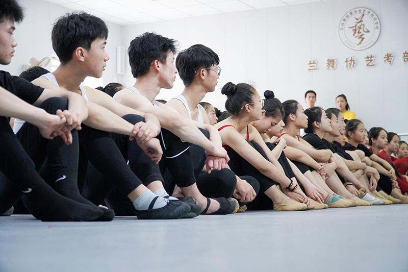 兰州舞蹈专业艺考提升舞蹈基本功方法