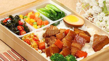 五花肉怎么做才好吃?河南餐饮承包公司告诉您