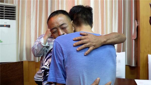 回家啦!四川绵阳两孩子被拐20多年与父母终团圆