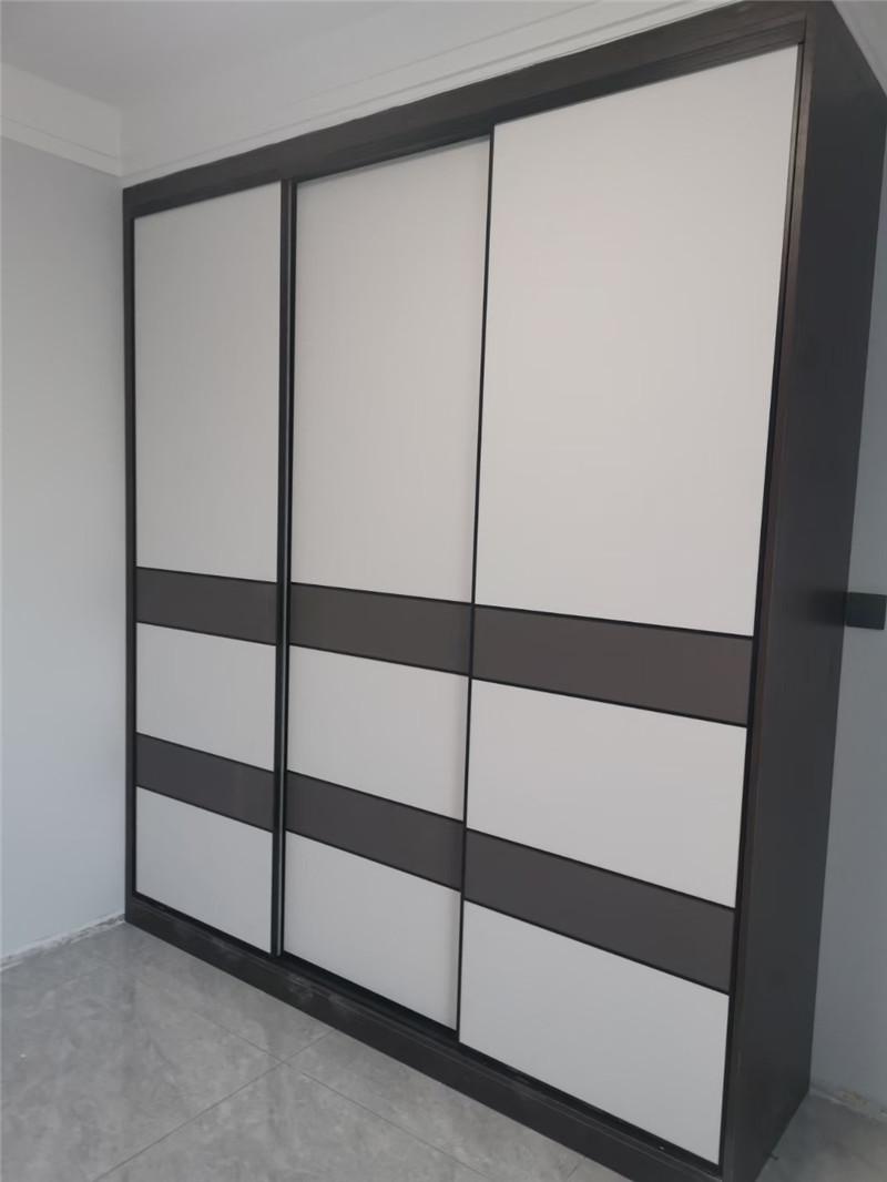 西安小编汇总挑选定制衣柜需要遵循的7大原则。