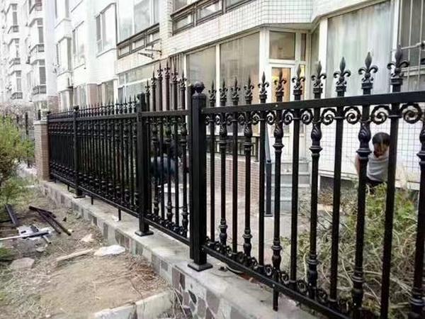 选购锌钢护栏都需注意哪些事项你晓得么?