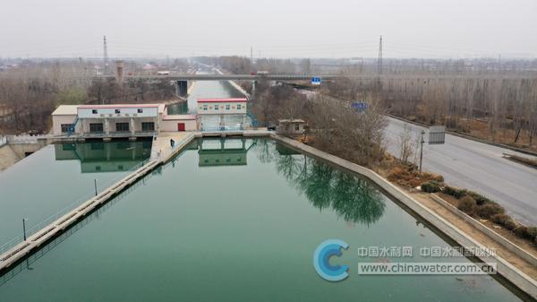 河北省石津灌区开闸放水保春